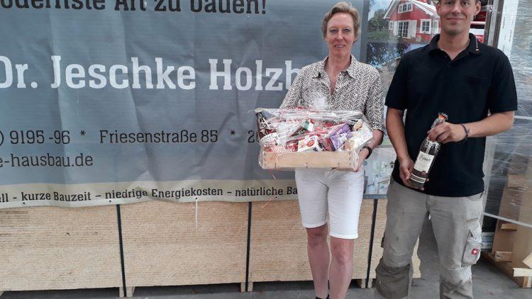 Dr. Jeschke Holzbau spendierte neue Ersatzbänke